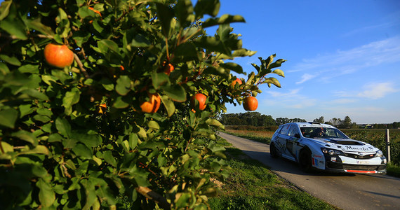 Na liście startowej znalazły się 34 załogi. W tym wszyscy najszybsi kierowcy, których oglądaliśmy już w tym sezonie na krajowych trasach. Rajd Nadwiślański to 10 odcinków specjalnych o długości 118 kilometrów. Liderem klasyfikacji generalnej Rajdowych Samochodowych Mistrzostw Polski jest po dwóch rundach eliminacyjnych Jakub Brzeziński.