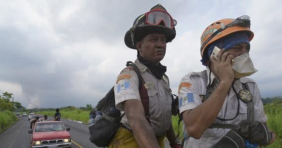 W wyniku wybuchu wulkanu Fuego w niedzielę zginęło 73 osoby, a 192 osoby uznaje się za zaginione - poinformował we wtorek Sergio Cabanas, dyrektor ds. akcji ratowniczych w Conred - biurze koordynatora krajowego ds. walki ze skutkami klęsk żywiołowych.