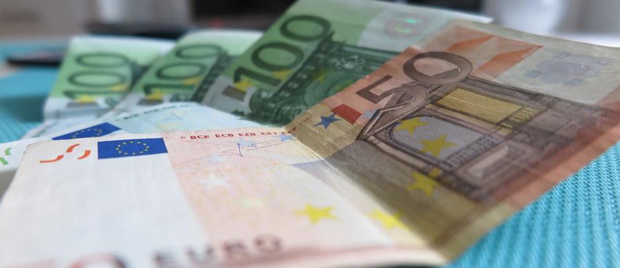 """Francuz, którego nazwiska nie ujawniono, dwukrotnie trafnie określił zwycięską kombinację dwóch liter i siedmiu cyfr w loterii My Million, wygrywając w ciągu ostatnich 18 miesięcy za każdym razem po 1 mln euro - pisze w środę francuski dziennik """"Le Parisien""""."""