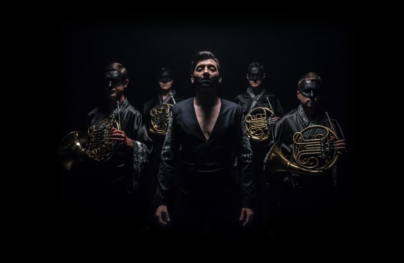 """Poniżej możecie zobaczyć teledysk """"In The Name of What"""", w którym siły połączyli Kovalczyk (finalista trzeciej edycji """"Idola"""") i Mazo Horn Quartet."""