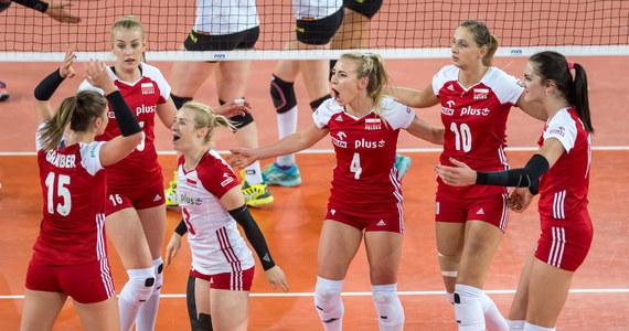 Siatkarki reprezentacji Polski pokonały w Bydgoszczy Niemcy 3:1 (25:21, 21:25, 25:20, 25:9) w drugim dniu turnieju Ligi Narodów. W pamięci kibiców szczególnie zapisze się czwarty set, w którym to nasze reprezentantki zagrały koncertowo. Siłą Polek był przede wszystkim blok. To piąte zwycięstwo biało-czerwonych w 11. meczu tych rozgrywek, po triumfach nad Koreą Południową, Chinami, Włochami i Argentyną.