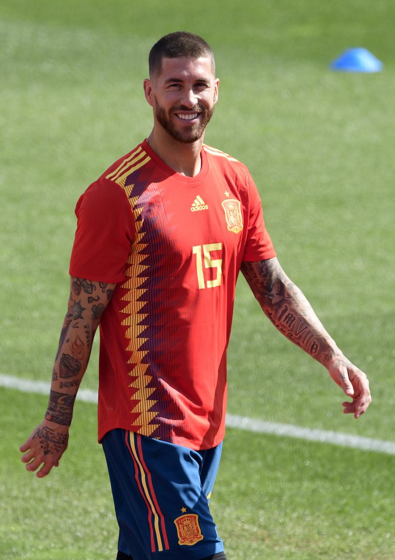 """Prawie 3,5 mln odsłon ma już teledysk """"Otra estrella en tu corazón"""", który nagrali reprezentant piłkarskiej drużyny Hiszpanii Sergio Ramos i wokalista Demarco Flamenco."""