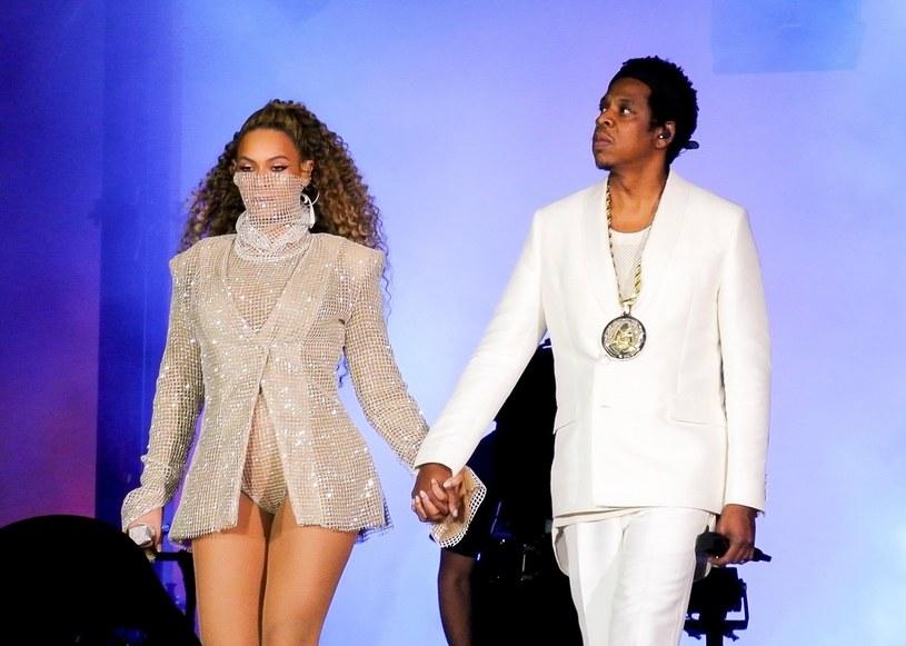 """6 czerwca w Cardiff ruszyła światowa trasa koncertowa Beyonce oraz Jaya-Z """"On The Run II"""". To właśnie w jej ramach gwiazdorska para przyjdzie do Polski i wystąpi 30 czerwca na PGE Narodowym. Oto, co działo się na pierwszym koncercie """"OTR II""""."""