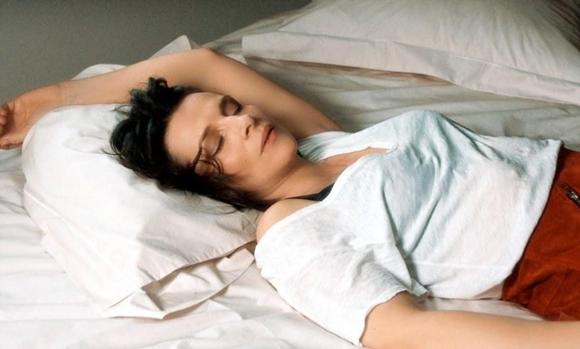 """""""To Binoche i jedna z jej najdoskonalszych i subtelnie zarysowanych ról. Aktorka nasyca postać Isabelle sercem i nieokrzesanym erotyzmem"""" - tak krytycy oceniają najnowsze dzieło francuskiej reżyserki Claire Denis. U boku Juliette Binoche zobaczymy Gérarda Depardieu. """"Isabelle i mężczyźni"""" w kinach 29 czerwca."""