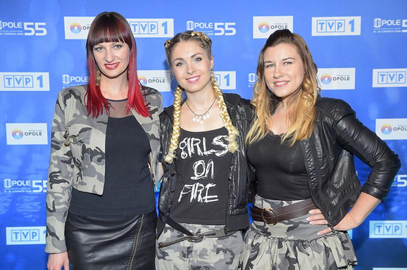 """TVP wydała specjalny komunikat w sprawie budzącego kontrowersje w konserwatywnych środowiskach utworu """"Siła kobiet"""", który zostanie zaprezentowany przez zespół Girls On Fire podczas Krajowego Festiwalu Piosenki Polskiej w Opolu. Na oświadczenie stacji zareagowała też sama grupa."""