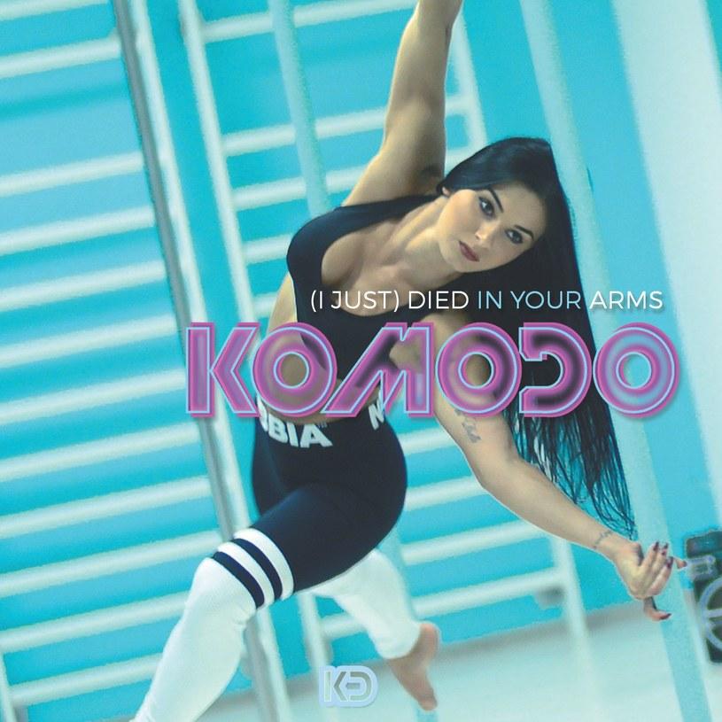 """Światowy przebój """"(I Just) Died In Your Arms"""" zyskał nową odsłonę, za którą odpowiada trio Komodo. W teledysku do wystąpiła Kasia Bielecka - mistrzyni Europy w pole dance."""
