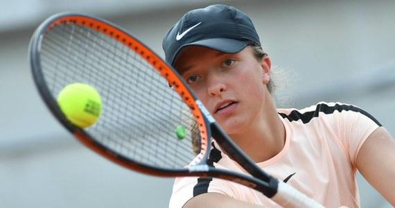 Iga Świątek awansowała do finału gry podwójnej rywalizacji juniorek w wielkoszlemowym turnieju French Open w Paryżu. 17-letnia polska tenisistka występuje w deblu z Amerykanką Caty McNally, z którą kilka godzin wcześniej... przegrała w półfinale singla.