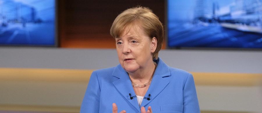 Unia Europejska podejmie przeciwdziałania w reakcji na wprowadzone przez USA cła na stal i aluminium - powiedziała w niedzielę kanclerz Niemiec Angela Merkel. Szefowa niemieckiego rządu wyraziła ubolewanie z powodu decyzji prezydenta USA Donalda Trumpa, który postanowił wycofać poparcie dla komunikatu końcowego G7.