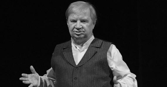 """Nie żyje Roman Kłosowski, aktor filmowy i teatralny, najbardziej znany z roli Maliniaka w serialu """"Czterdziestolatek"""". Miał 89 lat. O śmierci poinformował Teatr im. J. Osterwy w Gorzowie Wielkopolskim."""