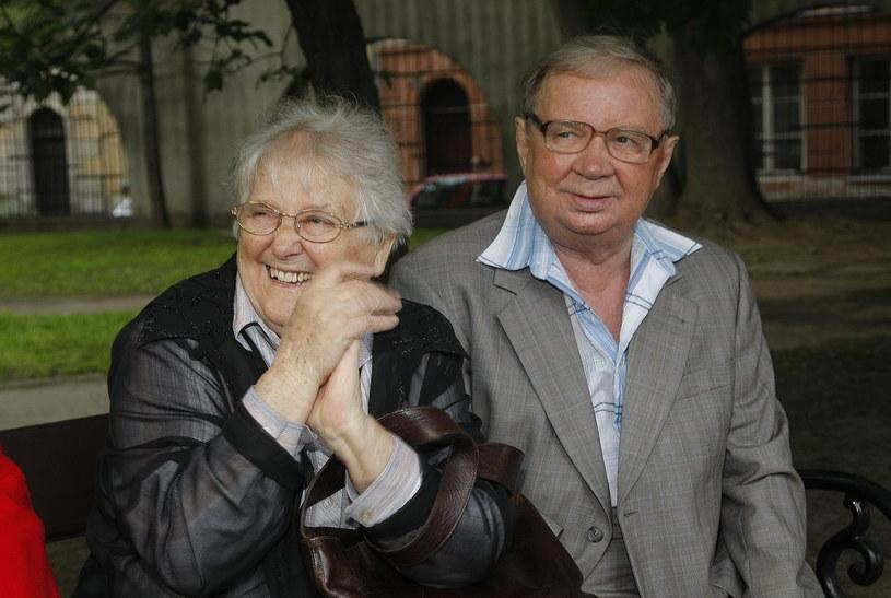 """11 czerwca, w wieku 89 lat, zmarł Roman Kłosowski, popularny aktor kinowy i telewizyjny, odtwórca roli Maliniaka w serialu """"Czterdziestolatek"""". W wywiadzie z """"Super Expressem"""" z 2013 roku aktor powiedział, że chciałby zostać pochowany obok swojej żony."""