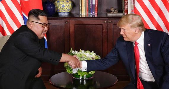Zakończył się historyczny szczyt przywódców USA oraz Korei Północnej. Kim Dzong Un i Donald Trump po rozmowach w hotelu Capella na wyspie Sentosa w Singapurze podpisali wspólny dokument.