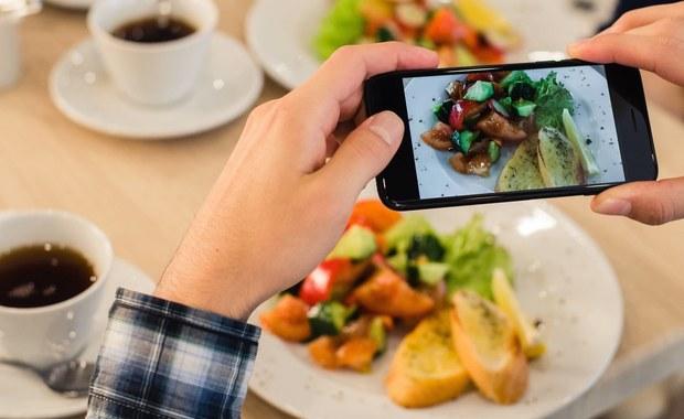 """Popularne powiedzenie, że Polak głodny to zły nie musi być prawdziwe. Podobnie jak jeszcze bardziej popularne stwierdzenie, że głodny nie jesteś sobą. Przekonują o tym wyniki najnowszych badań, opublikowane przez naukowców z Uniwersytetu Północnej Karoliny w Chapel Hill na łamach czasopisma """"Emotion"""". Wskazują one na to, że owszem głód zwiększa naszą skłonność do gniewu, ale efekt nie jest automatyczny i można go łatwo kontrolować. Wystarczy zdawać sobie z niego sprawę i... chcieć."""