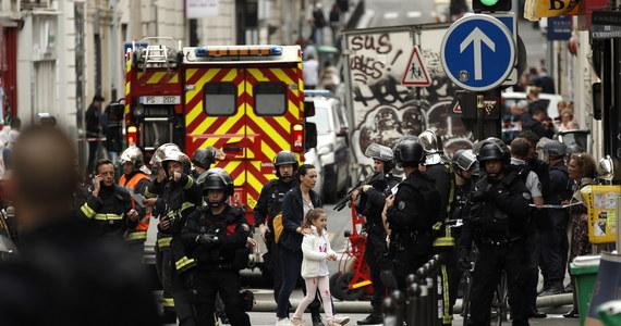 Akcja policji w Paryżu. W jednym z budynków mężczyzna przetrzymywał zakładników. Twierdził, że ma broń i bombę. Policja uwolniła dwóch zakładników, których napastnik przetrzymywał przez kilka godzin w firmie w centrum Paryża; mężczyzna domagał się, by umożliwiono mu kontakt z ambasadą Iranu. Uwolnione osoby są całe i zdrowe .