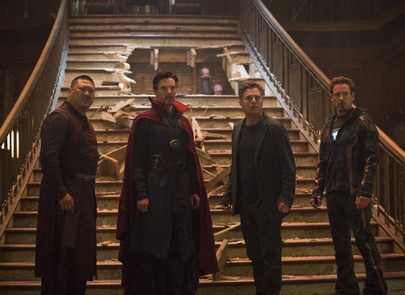 """Film """"Avengers: Wojna bez granic"""" przekroczył barierę 2 miliardów dolarów, stając się czwartym najbardziej kasowym tytułem w historii kina."""