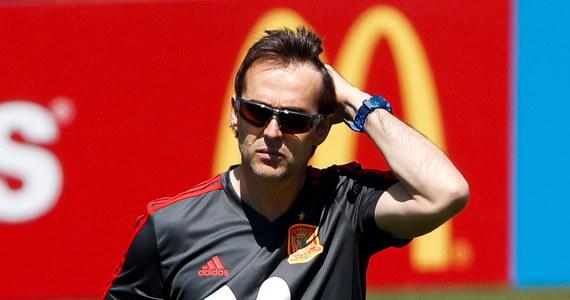 Selekcjoner piłkarskiej reprezentacji Hiszpanii Julen Lopetegui został zwolniony dzień przed rozpoczęciem mundialu. Zastąpi go Fernando Hierro - poinformował w środę Królewski Hiszpański Związek Piłki Nożnej (RFEF). We wtorek ogłoszono, że Lopetegui podpisał trzyletni kontrakt z Realem Madryt.