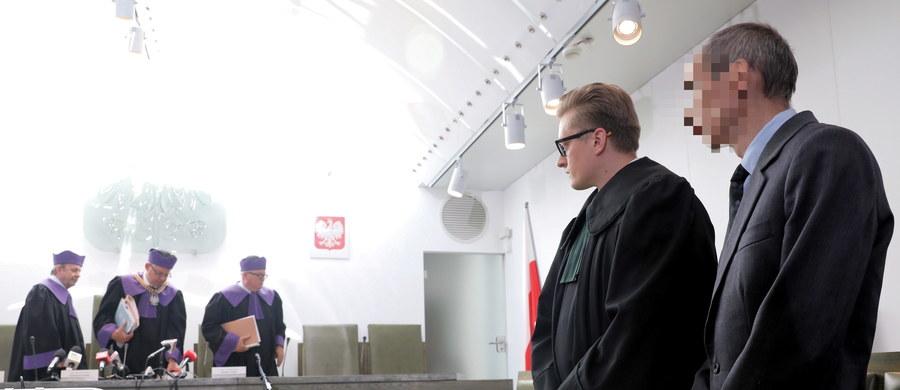 Sąd Najwyższy ma dziś ogłosić orzeczenie w głośnej sprawie drukarza, który odmówił wydrukowania plakatów fundacji LGBT. Sąd prawomocnie uznał Adama J. za winnego wykroczenia, ale odstąpił od kary. Kasację na korzyść drukarza złożył prokurator generalny Zbigniew Ziobro.