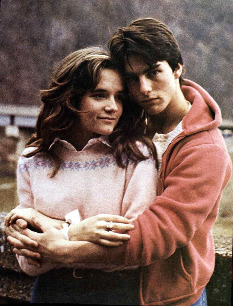 """Aktorka Lea Thompson ujawniła, że kiedy producenci filmu """"Tylko prawidłowe zagrania"""" (1983) chcieli, by pokazała na ekranie nagie piersi, wstawił się za nią ekranowy partner - Tom Cruise."""