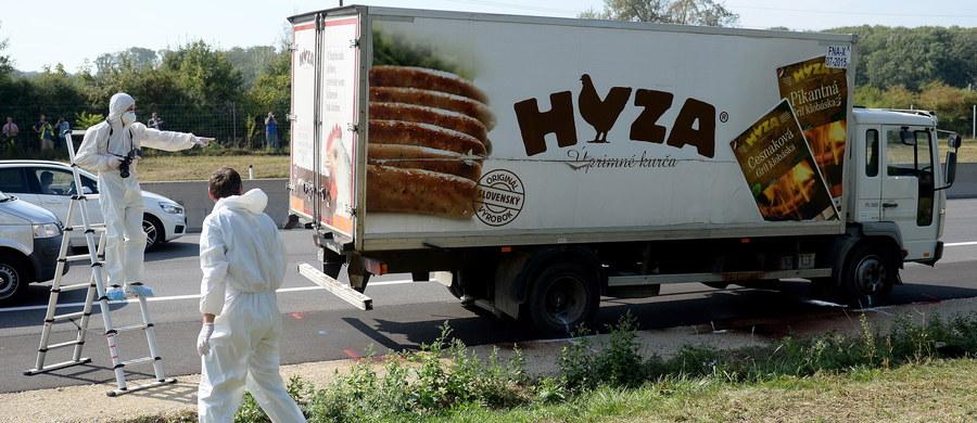 Czterech mężczyzn zostało skazanych przez sąd w węgierskim Kecskemecie na kary 25 lat więzienia za spowodowanie śmierci 71 migrantów, którzy latem 2015 roku udusili się w zamkniętej ciężarówce. 10 innych oskarżonych otrzymało niższe kary.