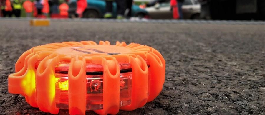 Do wypadku amerykańskich ciężarówek wojskowych doszło w czwartkowe popołudnie na autostradzie A18 w województwie dolnośląskim. Jedna osoba została ranna.