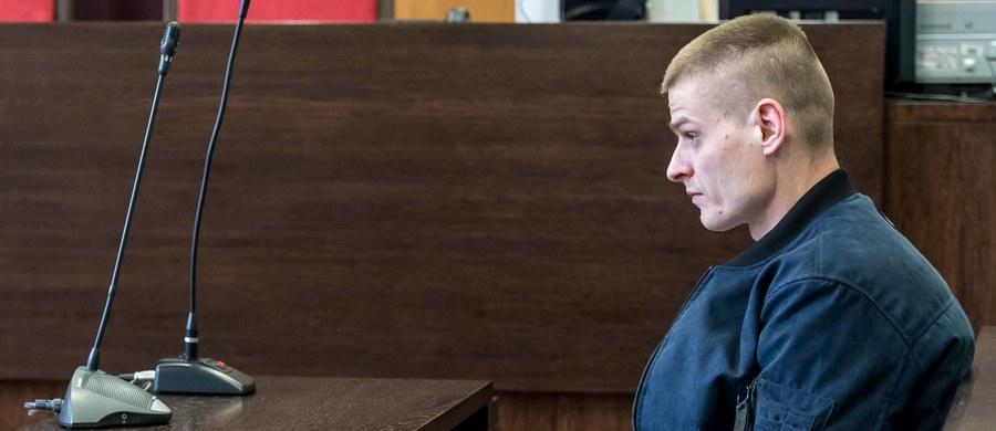 Biegli z zakładu medycyny sądowej przeprowadzili sekcję zwłok 58-letniej Doroty P., która była jednym z głównych świadków w śledztwie w sprawie nieprawidłowości w postępowaniu przeciwko Tomaszowi Komendzie. Kobieta zmarła w sobotę w szpitalu we Wrocławiu. Śledczy czekają na wyniki badań.