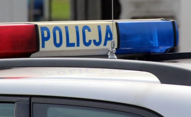 3 młode osoby zginęły, a 2 trafiły do szpitala po zderzeniu osobówki z ciężarówką w Nowej Rudzie na Dolnym Śląsku. Informację o tym zdarzeniu dostaliśmy na Gorącą Linię RMF FM.