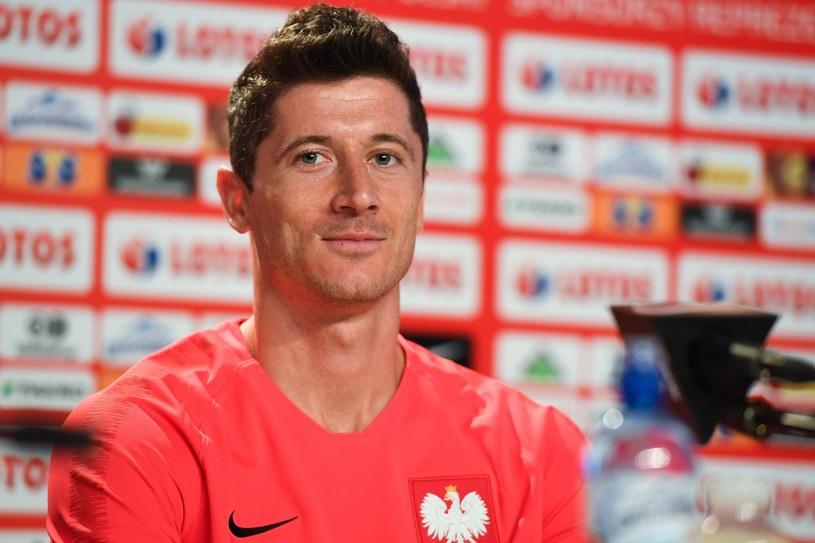 Reprezentant Step Records Zbuku ujawnił, że lider polskiej reprezentacji w piłce nożnej, Robert Lewandowski jestem fanem jego muzyki.