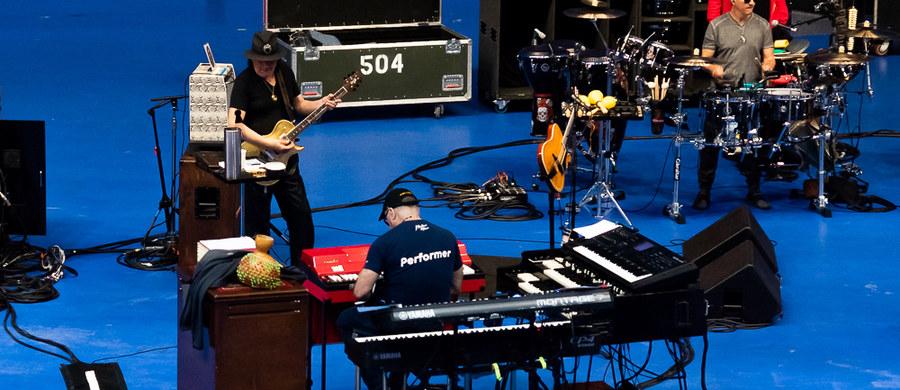 Już tylko godziny dzielą nas od najbardziej wyczekiwanego koncertu tegorocznej edycji Tauron Life Festival Oświęcim, którego gwiazdą będzie Santana. Legendarny zespół, kierowany przez jednego z największych gitarzystów wszech czasów, przybył do Polski dwa dni przed koncertem, a wczoraj odbył próbę w jednej z hal wytwórni filmowej Alvernia Studios pod Krakowem.