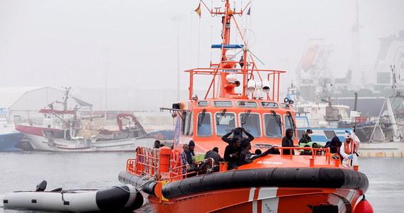 Hiszpańskie służby ratownicze poinformowały, że u wybrzeży południowej Hiszpanii, w pobliżu Cieśniny Gibraltarskiej i na Morzu Alborańskim między Hiszpanią i Marokiemi uratowały ok. 700 migrantów i wyłowiły z wody cztery ciała.