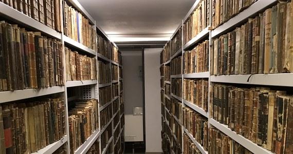 Biblioteka Uniwersytecka Katolickiego Uniwersytetu Lubelskiego jest Twoim Niesamowitym Miejscem w Faktach RMF FM. Jak cały uniwersytet, tak i ona świętuje 100-lecie istnienia. Posiada jednak dużo starsze od swojego istnienia zbiory.