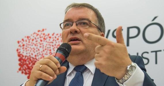 W pytaniach referendalnych nie ma żadnego pytania o 500+. Z wypowiedzi Zofii Romaszewskiej wynika, że nie do końca zrozumiała istotę tych pytań - powiedział sekretarz stanu w Kancelarii Prezydenta Andrzej Dera.