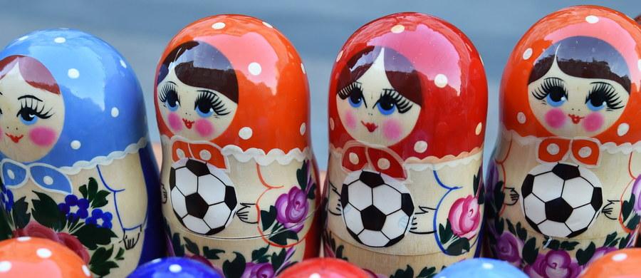 Mistrzostwa Świata w Piłce Nożnej to największa akcja promocyjna w dziejach współczesnej Rosji. Zimowe Igrzyska Olimpijskie w Soczi były tylko przygrywką. Teraz obcokrajowców ma zachwycić 11 miast Rosji. Już ponad 2 miliony kibiców przekroczyło rosyjską granicę. Większość z nich zatrzymała się w Moskwie. Będzie ich jeszcze więcej.