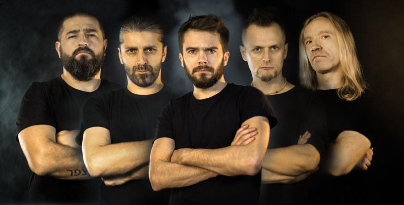 """Radomska grupa Carrion ujawniła najnowszy utwór """"Raj""""."""