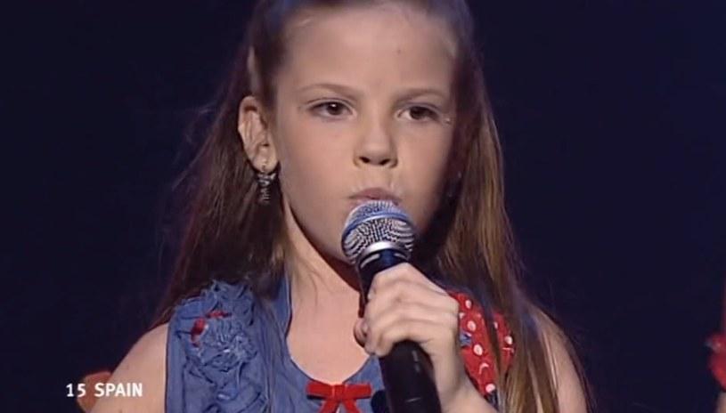 """W 2004 roku Maria Isabel z piosenką """"Antes muerta que sencilla"""" wygrała Konkurs Piosenki Eurowizji dla Dzieci. 14 lat później wokalistka nazywana hiszpańską Kim Kardashian, stara się rozwinąć solową karierę."""
