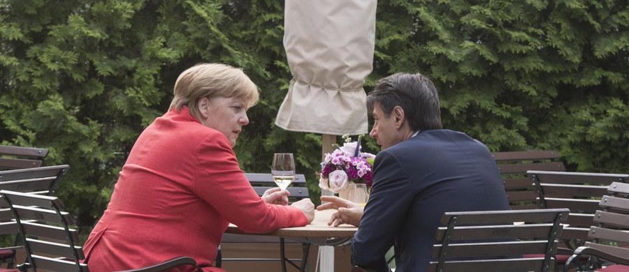 Włoski premier Giuseppe Conte, który spotkał się w Berlinie z kanclerz Niemiec Angelą Merkel, usłyszał od szefowej niemieckiego rządu zapewnienie o poparciu dla Włoch, starających się zmniejszyć liczbę przybywających tam migrantów. Merkel podkreśliła, że Niemcy chcą być solidarne z Włochami. Wskazała zarazem, że chodzi m.in. o to, na ile problemem uchodźców można się zająć jeszcze w Afryce Północnej, zwłaszcza w Libii.