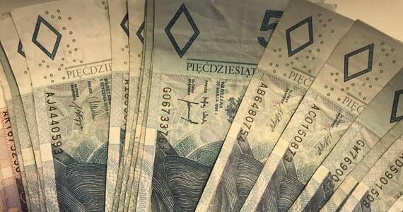 """Uszczelnienie przepisów i sprawniejsze działania skarbówki dają efekty. Do budżetu wpłynęło 30 mld zł więcej - podaje """"Rzeczpospolita""""."""