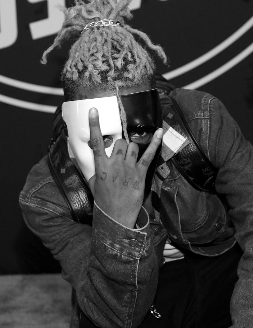 20-letni raper XXXTentacion zmarł na skutek ran postrzałowych odniesionych w Deerfield Beach na Florydzie.