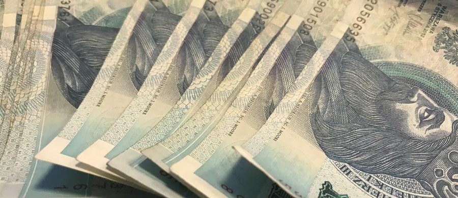 136 milionów złotych - takie zaległości w wypłacie pensji mieli pracodawcy w ubiegłym roku. Wypłacili te pieniądze dopiero po interwencji Inspekcji Pracy. W ubiegłym roku Państwowa Inspekcja Pracy przeprowadziła ponad 80 tys. kontroli u blisko 60 tys. pracodawców.