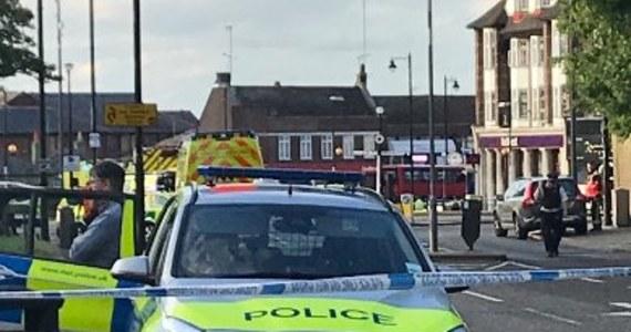 """Brytyjska policja poinformowała we wtorek wieczorem na Twitterze, że """"niewielka grupa osób"""" została ranna w eksplozji w londyńskim metrze, nikt jednak nie odniósł poważnych obrażeń."""
