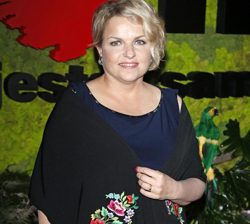 """Katarzyna Bosacka od lat walczy o to, aby Polacy zdrowo się odżywiali. Autorka kilku programów telewizyjnych, m.in. """"Wiem, co jem i wiem, co kupuję"""" i """"Co nas truje"""", znalazła przyczynę porażki Polaków na mundialu w Rosji."""