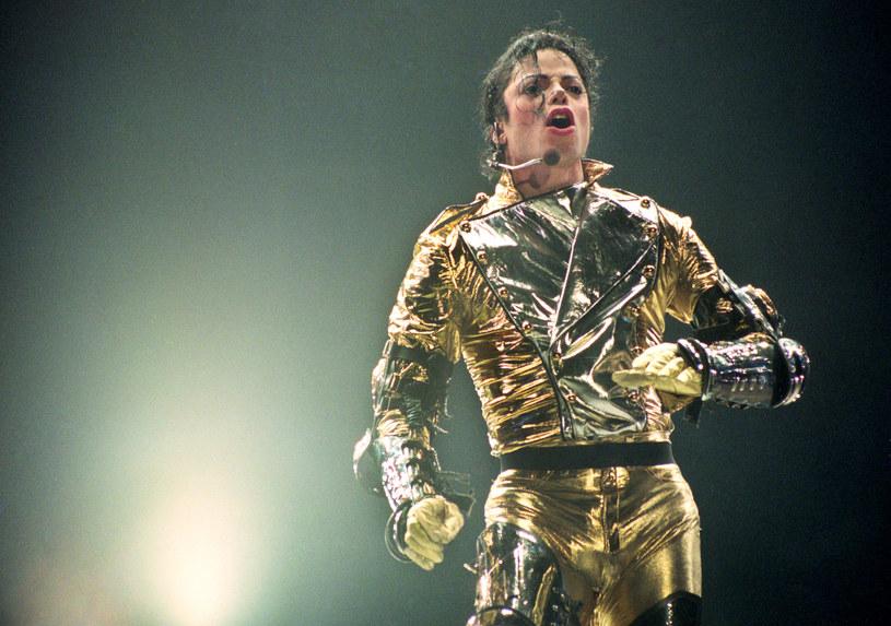 Musical o amerykańskim królu muzyki pop, zmarłym w 2009 r. Michaelu Jacksonie zostanie wystawiony na Broadwayu w 2020 r. Autorką libretta jest amerykańska dramatopisarka Lynn Nottage, a reżyserem i choreografem przedstawienia będzie Brytyjczyk Christopher Wheeldon.