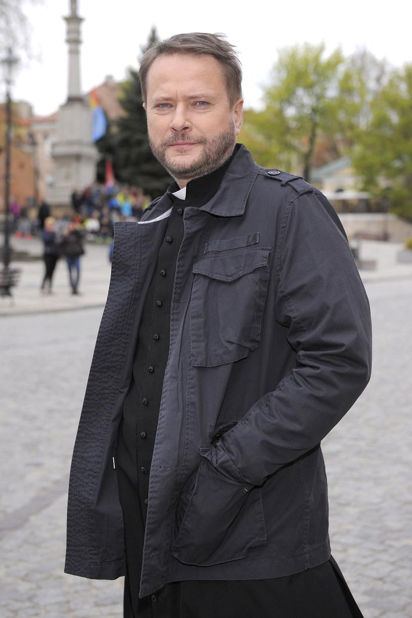 """Specjalne spotkanie dla fanów serialu """"Ojciec Mateusz"""" odbędzie się w Sandomierzu. To już dziesięć lat, odkąd ksiądz z detektywistycznym zacięciem rozwiązuje kryminalne zagadki. Atrakcji da widzów nie zabraknie."""