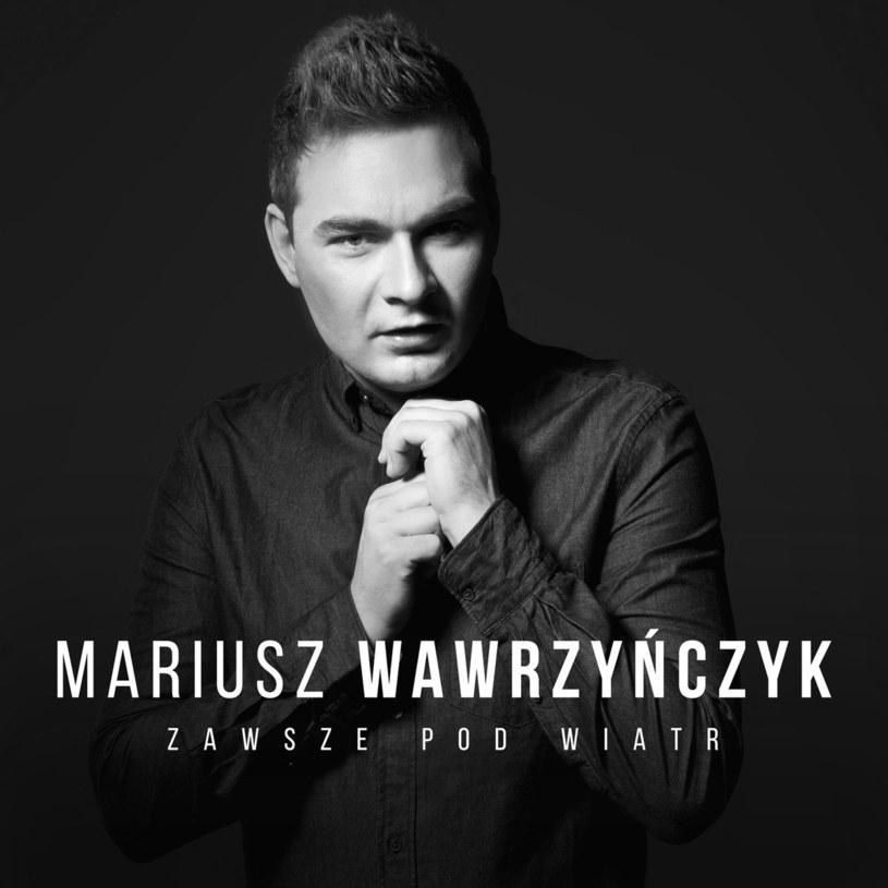 """29 czerwca ukaże się debiutancki album znanego z m.in. """"Bitwy na głosy"""" i """"Szansy na sukces"""" wokalisty Mariusza Wawrzyńczyka."""