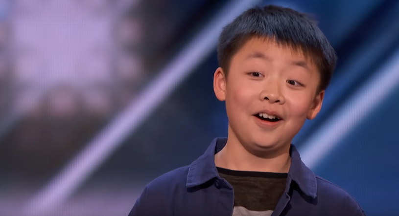 """13-letni Jeffrey Li zmiękczył jurorskie serce Simona Cowella, który podczas castingu do amerykańskiego """"Mam talent"""" złożył chłopcu niecodzienną propozycję."""