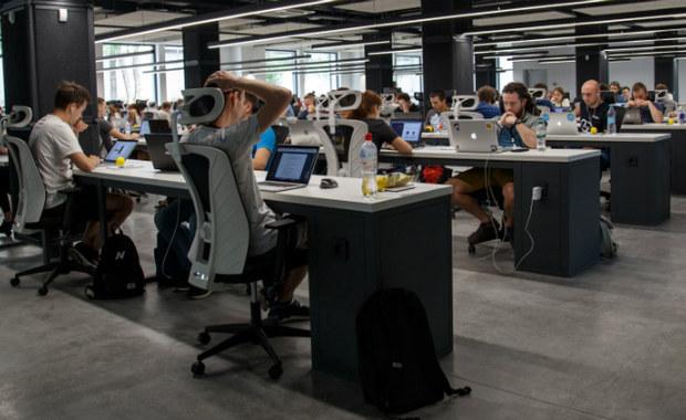 Ponad połowa pracowników żyje w stresie. Nadmierne wymagania powodują konsekwencje fizyczne i psychiczne, a także wymierne koszty dla firm - wynika z danych przedstawionych przez Państwową Inspekcję Pracy.