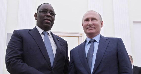 """Prezydent Rosji Władimir Putin przyjmując prezydenta Senegalu Macky Salla złożył mu gratulacje z okazji zwycięstwa reprezentacji jego kraju w meczu z Polską na piłkarskich mistrzostwach świata. Sall ocenił organizację mundialu w Rosji jako """"wspaniałą""""."""