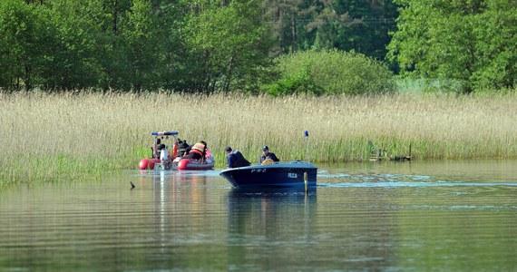 Tragiczny efekt poszukiwań kajakarza na jeziorze Zarańsko pod Drawskiem Pomorskim. Nurkowie po ponad dwóch godzinach odnaleźli ciało 40-letniego mężczyzny.