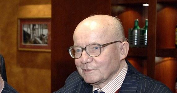 Książę Karol Stefan Habsburg, syn ostatnich właścicieli dóbr żywieckich, honorowy obywatel miasta Żywca, zmarł w środę po południu w Sztokholmie – poinformował burmistrz Żywca Antoni Szlagor. Miał 96 lat.