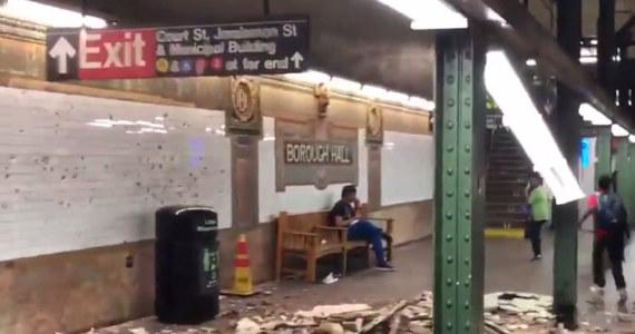 Zawalił się fragment stropu na stacji metra Borough Hall w Nowym Jorku. Według lokalnych mediów, co najmniej jedna osoba została ranna. Ze względu na awarię stacja była czasowo wyłączona z obsługi pasażerów.