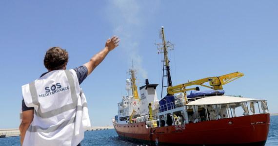 """Szef włoskiego MSW Matteo Salvini ogłosił, że Włochy nie wpuszczą do portu statku organizacji pozarządowej Lifeline, który w minionych godzinach zabrał z morza około 400 migrantów. """"Płyńcie do Holandii"""" - wezwał jednostkę pod holenderską banderą."""