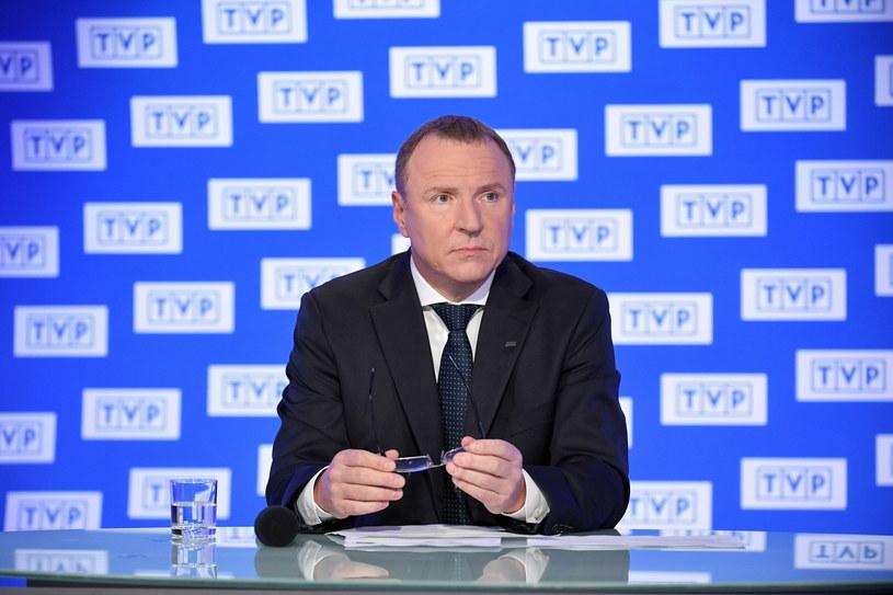 Telewizja Polska zarobiła dotąd 60 mln zł na mundialu w Rosji - poinformował w czwartek prezes TVP Jacek Kurski. Jak dodał, sam mecz Polska-Senegal obejrzało w TVP1 i TVP Sport 16,5 mln widzów, a w internecie mecz odtworzono 1,8 mln razy.